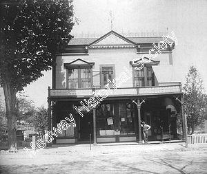 PO, Smith's store, 1st Library upstairs.jpg - 18800 Bytes